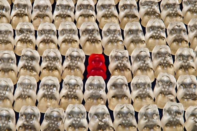 roter Gummibär unter weißen, Fehler