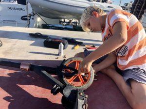Kiran repariert einen alten Roller