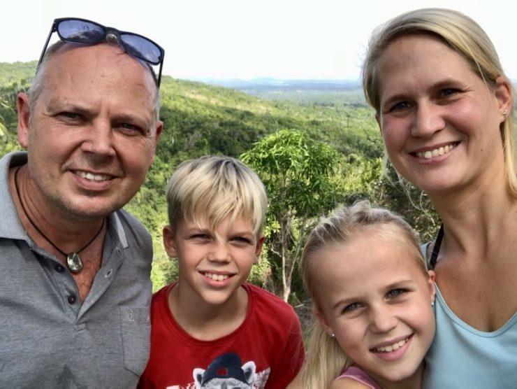 Familienbild vor der Natur in Las Terazzas