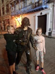 "Bronzestatue des ""Caballero de Paris"" in Havanna"