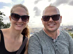 Kathrin und Tom in Casablanca vor der Skyline von Havanna