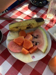Frühstück auf Kubanisch: Banane, Melone, Ananas, Papaya, Guave