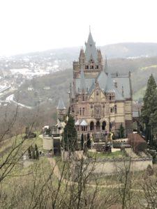 Schloss oder Burg am Drachenfels
