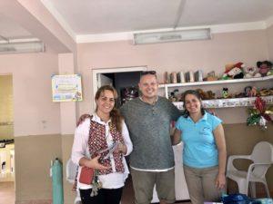 Katjas Schwester, Tom und Katja in den Räumen der Kubahilfe