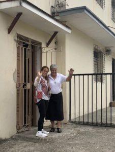 Katjas Schwester und eine Ordensschwester, Kubahilfe