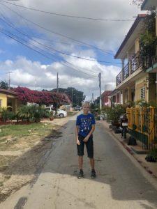 Kiran in einer Straße im Dorf Viñales
