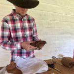 Cowboy rollt Zigarre