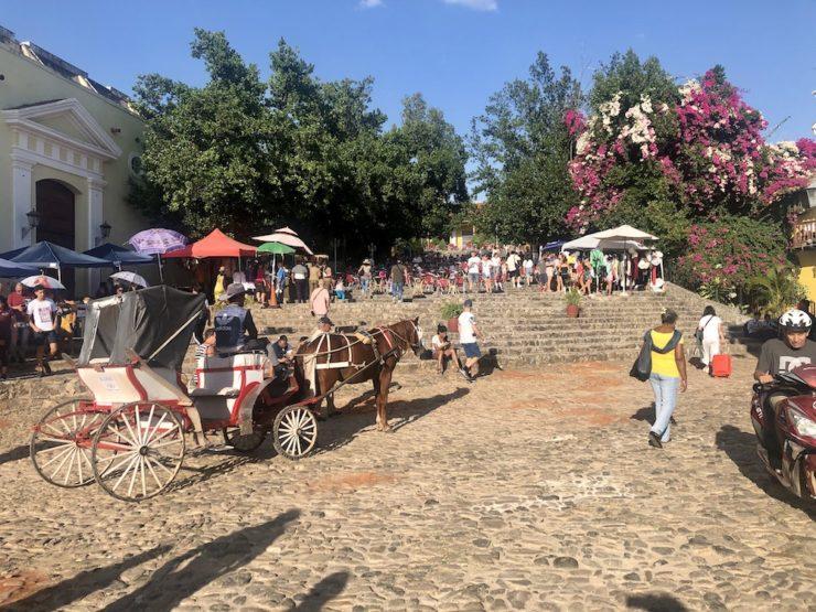 Platz in Trinidad mit Pferdekutsche