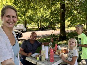 Picknick auf der Fahrt durch Frankreich