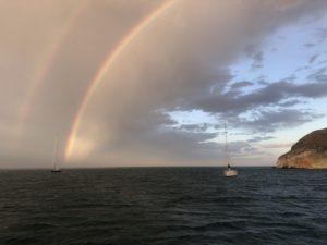 Regenbogen in der Bucht